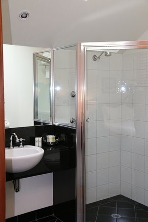 Port Fairy, Avustralya: Queen suite bathroom