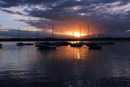 Beadnell, UK: Boats at sunset