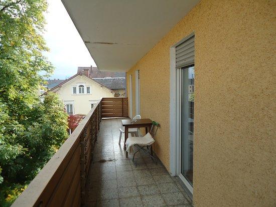Weiden, Niemcy: balkon med nabo stole