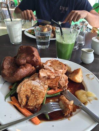 Henley-on-Thames, UK: Roast Pork and a devine Detox juice.