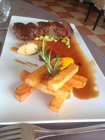 Morel's: Steak and chips