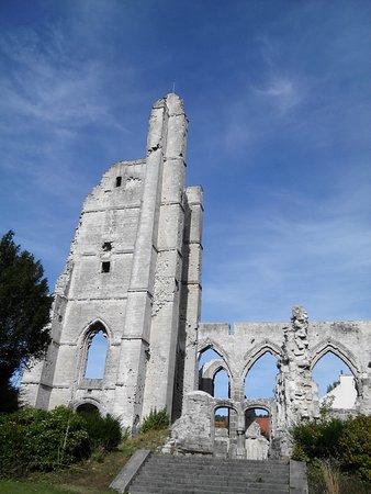 Arras, Frankrike: les ruines de la vieille église