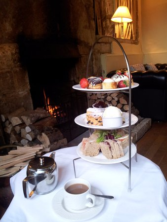 Charingworth Manor: Afternoon tea by the log fire