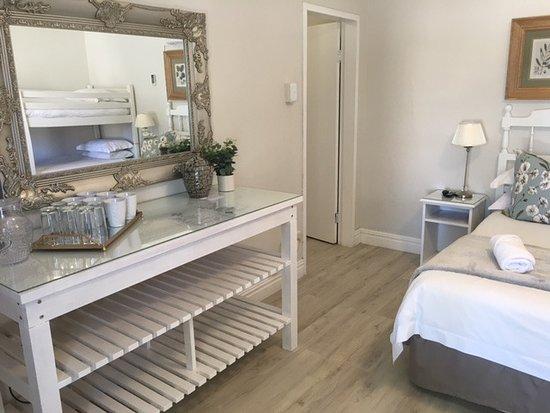 Beaufort West, Afrika Selatan: Deluxe family 6 sleeper - NEW revamped room and bathroom