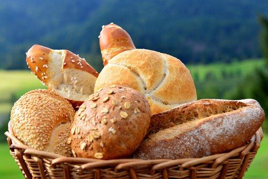 Weissensee, Österrike: Knusprige Semmeln, schmackhafte Laugenstangen und vieles mehr