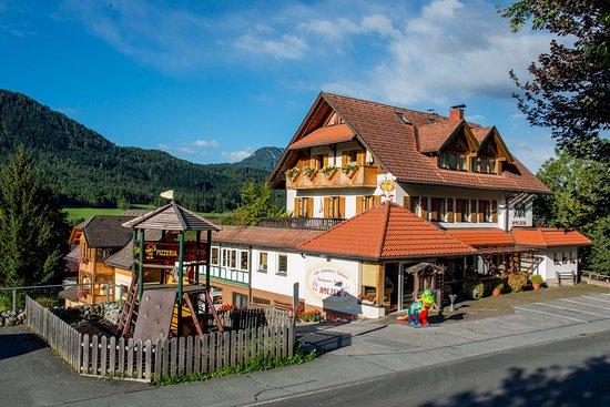 Weissensee, Österrike: Cafè, Dorfbäckerei & Konditorei, Restaurant & Pizzeria Holzer
