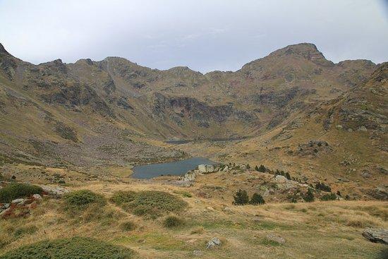 El Serrat, Andorra: Widok na największe jezioro