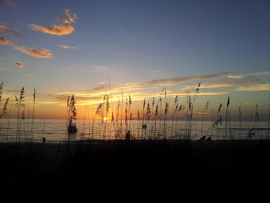 Naples Beach Hotel and Golf Club: sun was almost down - sky was absolutely beautiful