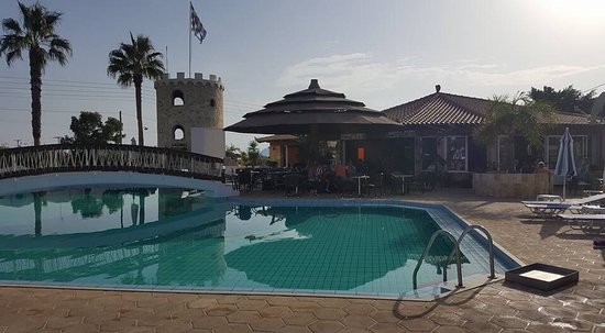 Antonis Apartments & Pool Bar