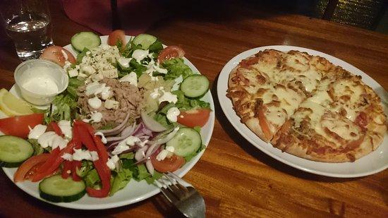 Kannslarinn: Ensalda muy buena y pizza