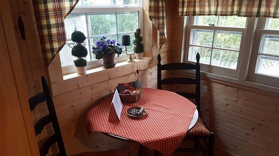 Gable Haus Country Inn & Linville Cottages: Kitchen nook