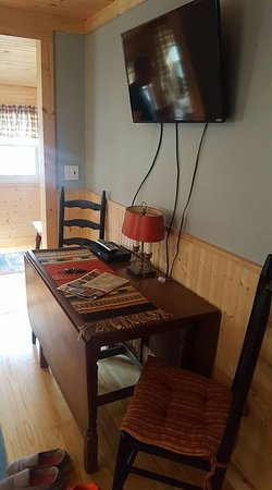 Gable Haus Country Inn & Linville Cottages: TV