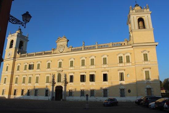 Colorno, อิตาลี: esterno da piazza Garibaldi