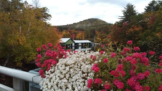 Holderness, NH: View from opposite the restaurant
