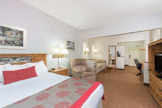 Ramada Limited Bismarck Northeast: Single Queen Handicap Accessible  Room