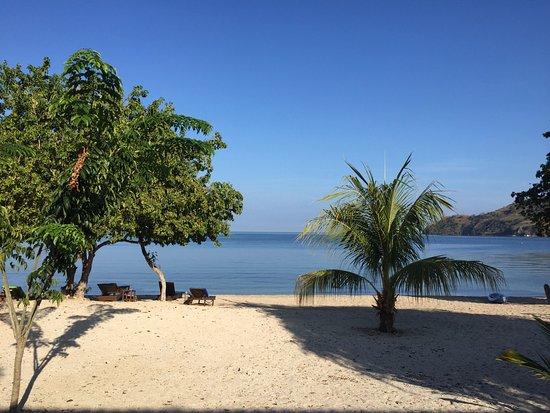 Pěkný hotel na krásné pláži se šorchlováím...