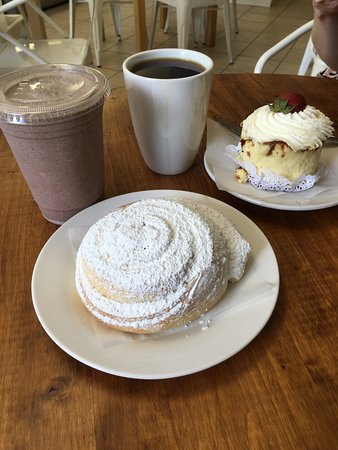 Oviedo, FL: So delicious!! Great frozen hot chocolate and pastries.