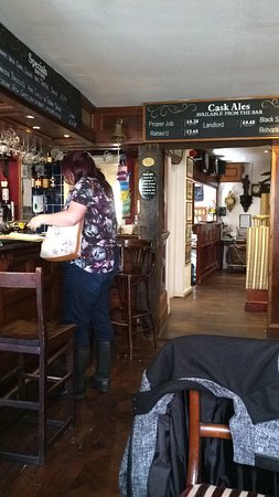 Lutterworth, UK: Main bar area, quaint and cosy.