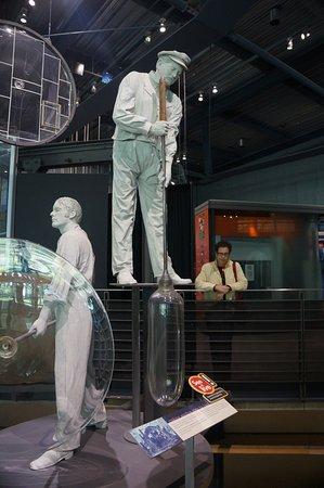 คอร์นนิง, นิวยอร์ก: показан процесс производства стекла