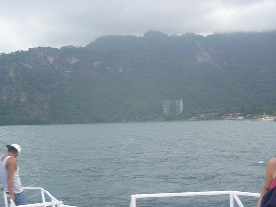 Lake Atitlan, Guatemala: Vista del lago desde una embarcación
