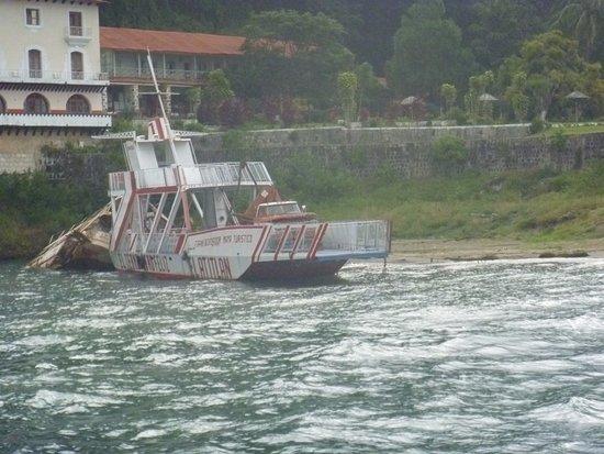 Озеро Атитлан, Гватемала: Una de las embarcaciones disponibles en mi visita