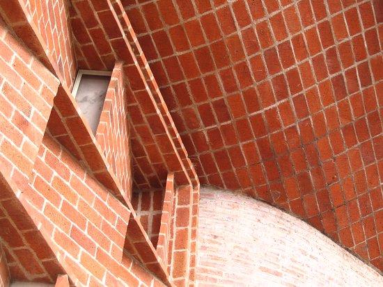 Iglesia del Cristo Obrero: ENCUENTRO DE IMAGINACIÓN Y CALIDAD CONSTRUCTIVA