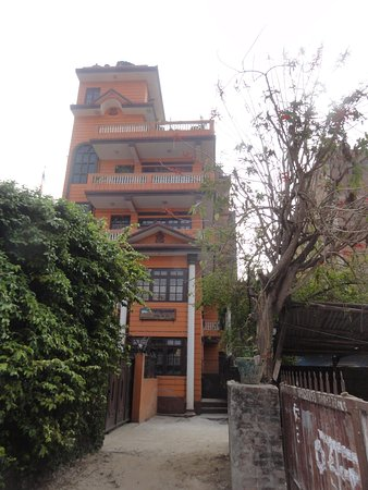 Nepal Apartment : Entrance and building