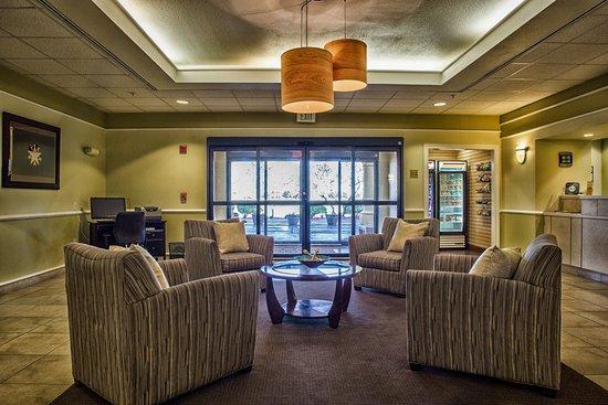 La Quinta Inn & Suites Lubbock North: Lobby
