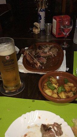 Boltana, Spagna: Chuleton a la brasa con su guarnición