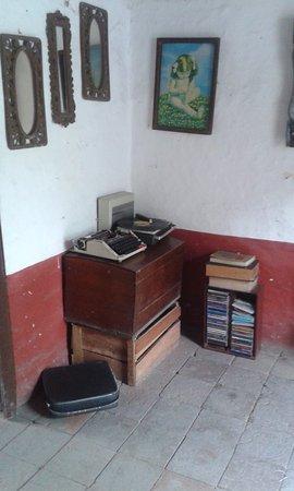 Santa Elena, Kolombia: Cuartos ambientados con antigüedades!!