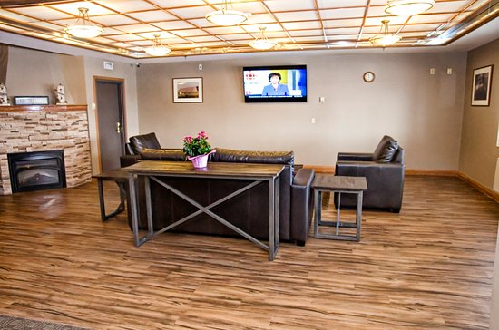 Lakeview Inns & Suites - Brandon : Alternative view renovated lobby - sitting area