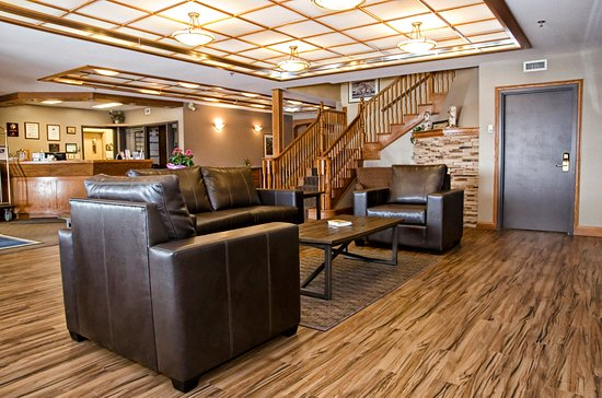 Lakeview Inns & Suites - Brandon : Cozy lobby sitting / visiting / lounging space
