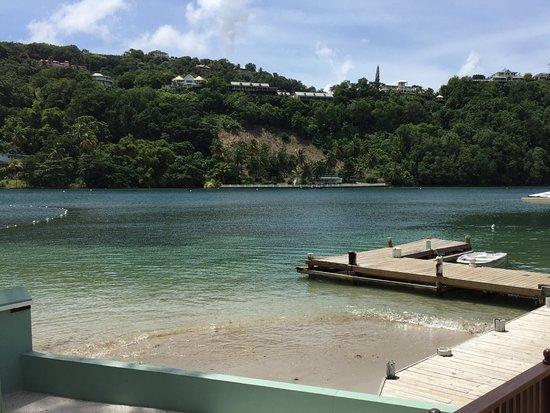 bahía de Marigot, Sta. Lucía: Dock where the free ferry drops you off.