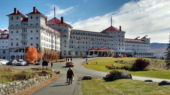 Mount Washington Hotel & Resort Dining Room: The impressive frontage.