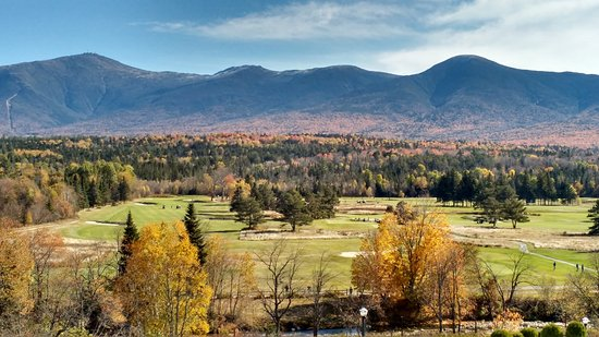 Mount Washington Hotel & Resort Dining Room: The golf course and mountains beyond