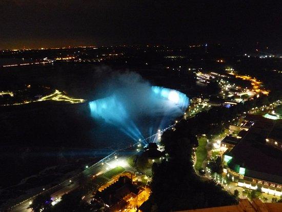 Oakes Hotel Overlooking the Falls: beim Abendessen im Fernsehturm