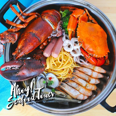 Central Melaka District, Malasia: One and Only seafood Tower restaurant in the heart of Melaka Historical City! Fresh seafood and