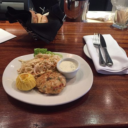 Atlantic Fish Company: sea scallops + coleslaw
