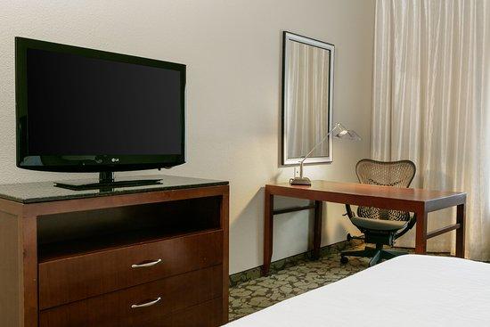 Hilton Garden Inn Omaha West: Living Area