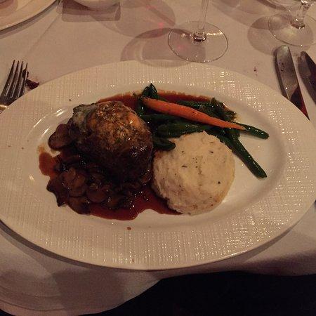 Williamsville, estado de Nueva York: Steak ala Russell – Filet Mignon sauteed in special seasonings & served with mushrooms