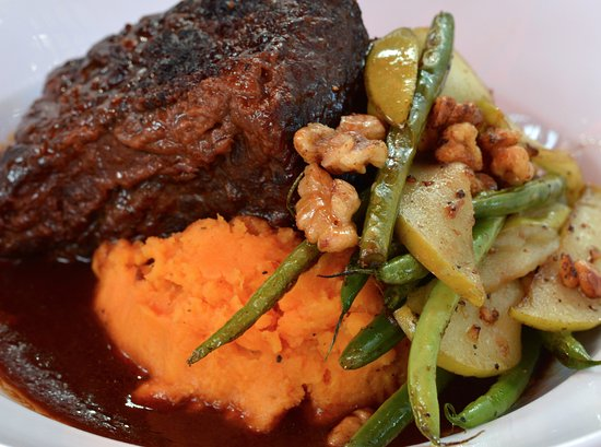 Lakewood, OH: APPLEJACK BRAISED SHORT RIBS