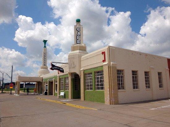 Shamrock, TX: Art deco exterior