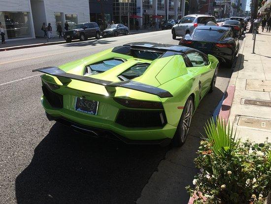 Beverly Hills, CA: さすがロデオドライブですね〜 ロールスロイス、ランボルギーニが路上駐車してました。