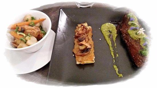 Limoux, Francia: Bœuf taillé finement dans l'onglet, sauce chimichurri, tarte fine de champignons du moment