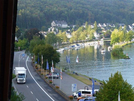 Brodenbach, Tyskland: Blick vom Balkon auf die Mosel