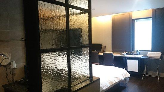 Queens Hotel : DSC_0060_large.jpg