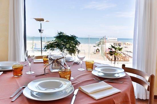 Ambasciatori Hotel : Il nostro ristorante vista mare