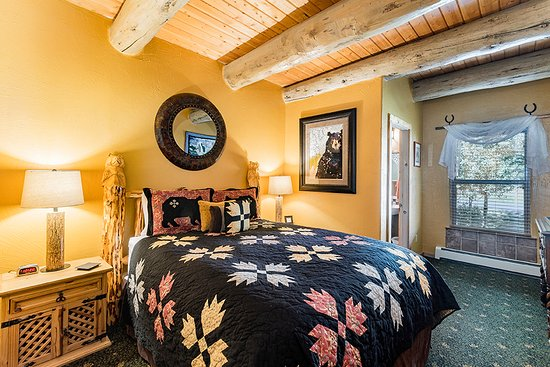 Mariposa Lodge Bed and Breakfast: Oso Suite