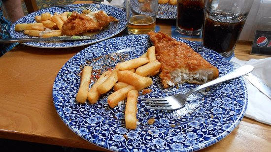 Abergavenny, UK: Fish and chips