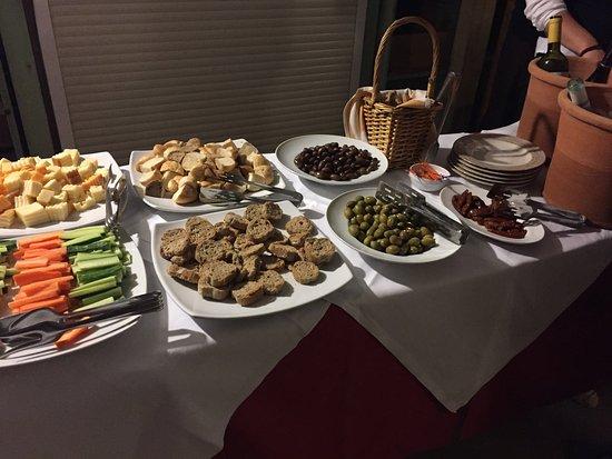 """Orpheas Resort: Buffet bij woensdag avond """"wijndegustatie"""""""